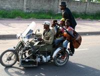 La moto de Bebson dans Kinshasa Kids