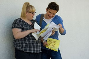Rebel Wilson et Chris Colfer dans Struck