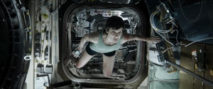 Sandra Bullock flottant pour sa survie