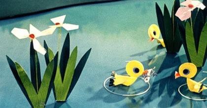 Dans la mare aux canards en papier