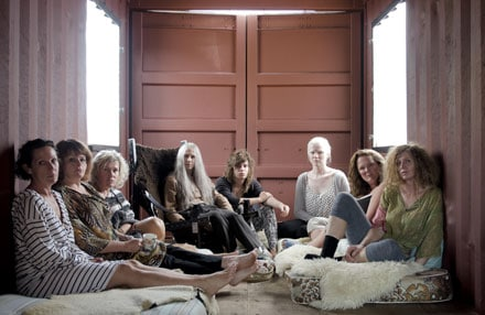 Holly Hunter, gourou aux cheveux blancs règne sur Paradise