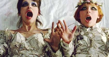 Ivana Karbanova et Jitka Cerhova dans Les petites marguerites