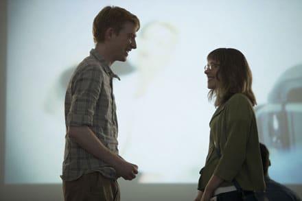Tim (Domhnall Gleeson) et Mary (Rachel McAdams) se rencontrent dans Il était temps