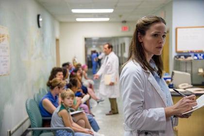 Jennifer Garner, médecin qui doute dans Dallas Buyers Club