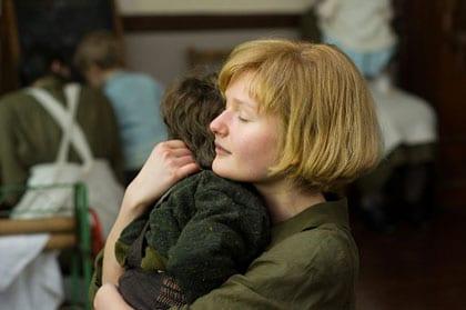 Le jeune Philomena et son fils au couvent