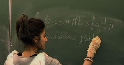 La lybienne Maryam Aboagila au tableau