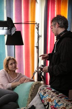 Emilie Dequenne et Lucas Belvaux sur le tournage de Pas son genre
