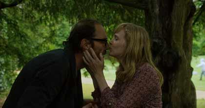 Philippe Rebot et Isabelle Carré dans Les chaises musicales