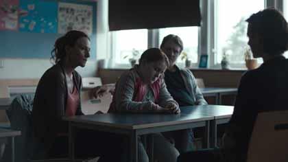 Annika Hallin, Rebecka Josephson, Henrik Norlen dans My skinny sister