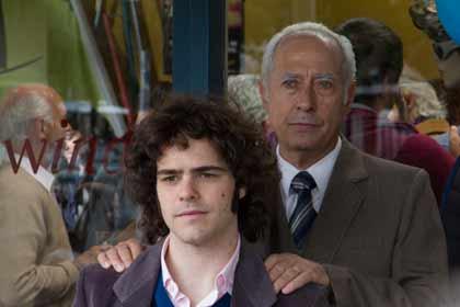 Peter Lanzani (Alejandro) et Guillermo Francella (Arquimedes) dans El Clan