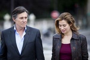 Gabriel Byrne et Emmanuelle Devos dans Le temps de l'aventure