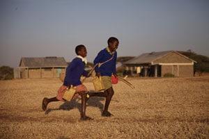 Salomé et son frère Jackson au Kenya