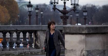 Marilyne Canto dans les escaliers des Tuileries