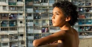Junior (Samuel Lange) à son balcon