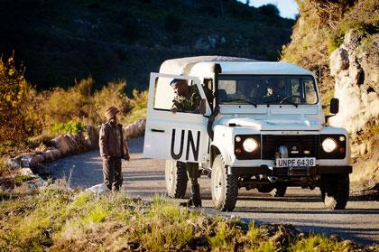 Irina croisant un véhicule de protection de l'ONU