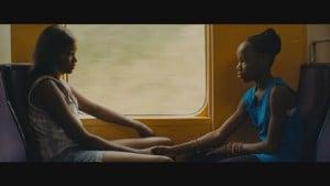 Vic (Karidja Touré) et sa petite soeur (Simina Soumare)