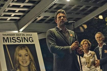 Nick (Ben Affleck) annonçant la disparition de sa femme