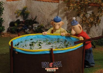 Pat et Mat et leur piscine