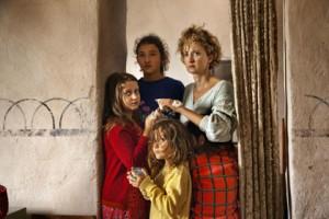 Alexandra Lungu, Alba Rohrwacher, les filles et la mère de la famille
