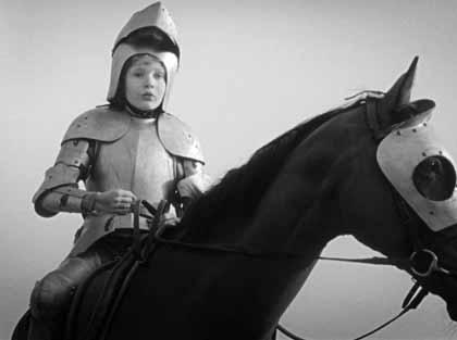Chann Aglat est Jeanne d'Arc dans Les filles au Moyen-âge