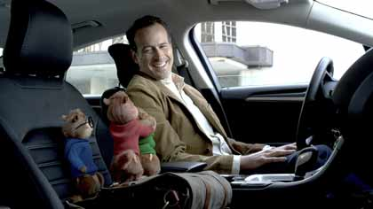 Dave (Jason Lee) dans Alvin et les chipmunks - à fond la caisse