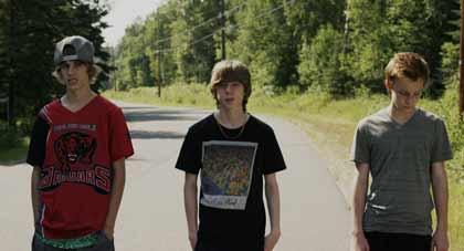 Reece Moffett (Riley), Nick Serino (Nate) et Jackson Martin (Adam) dans Sleeping Giant
