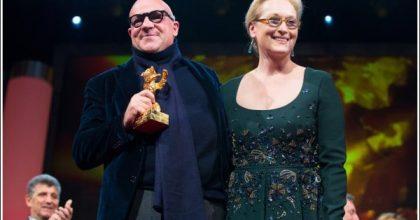 Meryl Streep remet l'Ours d'Or à Gianfranco Rosi