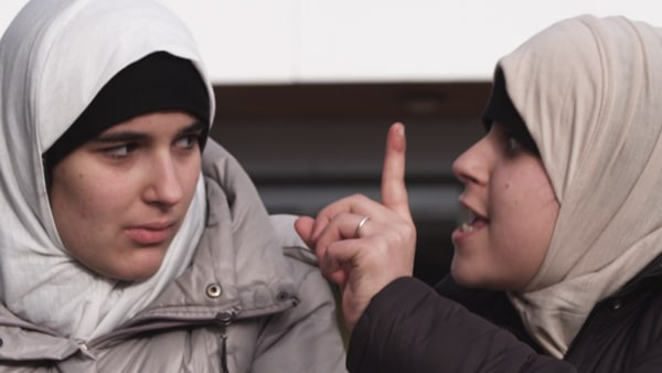Inas Chanti et Souad Arsane dans Haramiste