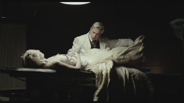 Eva ne dort pas - l'embaumeur et la dépouille d'Eva peron