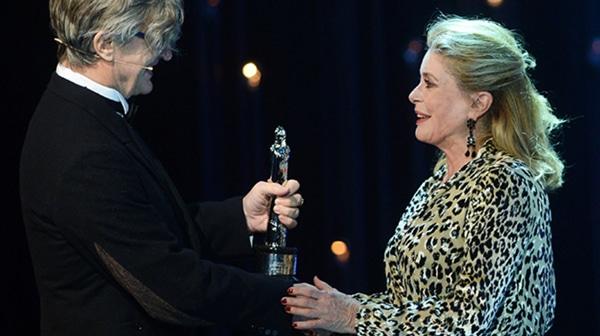 Catherine Deneuve reçoit un Ours d'Or d'honneur